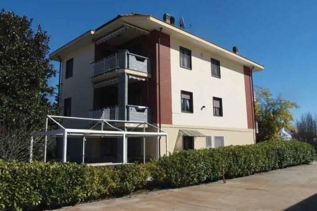 Foto 1 di Casa indipendente strada Barbania, Rocca Canavese